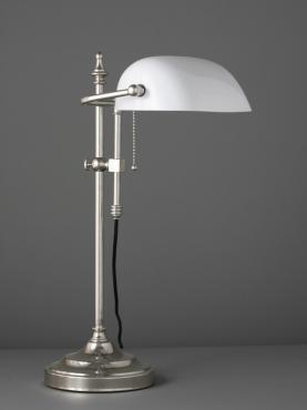 Antikmagasinet Amerika Lampa, Vit glas